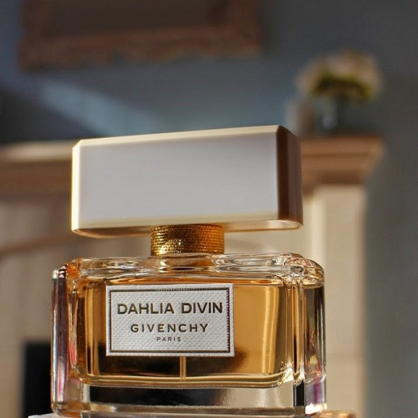 Dahlia Divin4